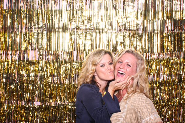 Free-Love_Hot-Dog-Photobooth-Gold-Backdrop